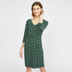 vestido verde ajustado con margaritas