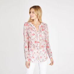 blusa ligera rosa con flores de verano
