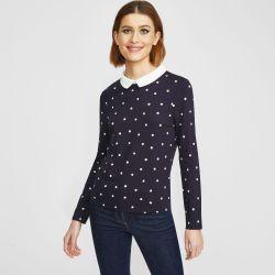 camiseta azul marino con lunares y cuello blusa