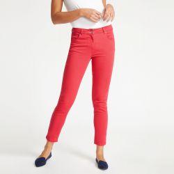 pantalón vaqueto de algodón rojo con ajuste perfecto al cuerpo
