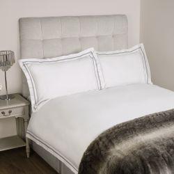 ropa de cama de diseño y calidad en blanco con cenefa gris para camas bonitas
