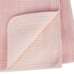 colcha suave tipo terciopelo en rosa claro de diseño para camas bonitas