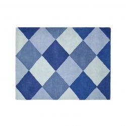 alfombra de lana con diseño de rombos azules