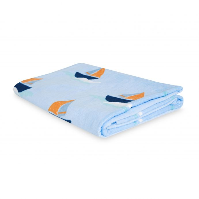 toalla para playa infantil azul con barcos
