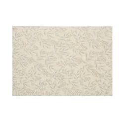 alfombra de diseño en color gris claro con hojas y flores artesanal