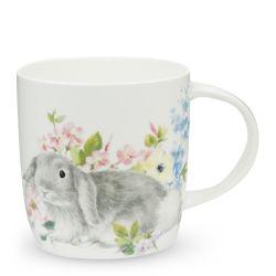 taza de desayuno con conejito entre flores de diseño