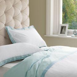 ropa de cama de calidad y diseño en color azul verdoso y blanco