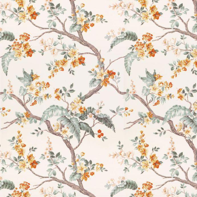 papel pintado de ramas y flores en tonos naranja sobre fondo natural