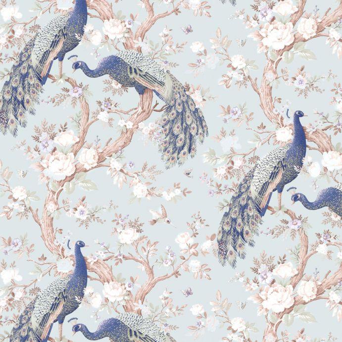 papel pintado estampado con grandes pavos reales sobre fondo azul verdoso