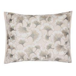 cojín bordado con flores en tono natural de diseño