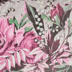 cojín con estampado de flores rosas de diseño