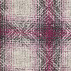 cojín de lana con cuadros clásicos en tonos rosa