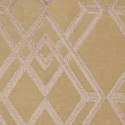 cojín dorado bordado con diseños geométricos