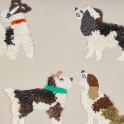 bonito cojín bordado con perros de diseño