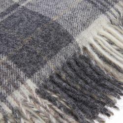 manta de lana con flecos de diseño clásico en colores grises
