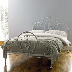 cama de forja de diseño artesanal en gris claro