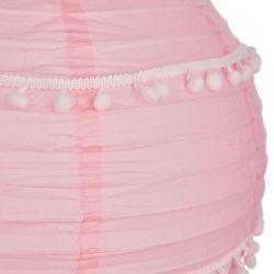 pantalla de papel rosa plegable en esfera con decoración de pompones blancos pequeños