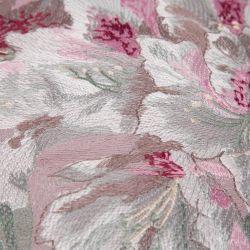 cojín bordado de grandes flores en tonos rosas, grises y verdes de diseño