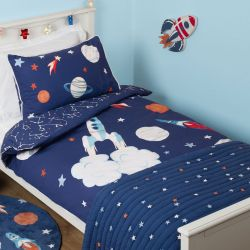 funda nórdica estampada con motivos del espacio ideal para niños