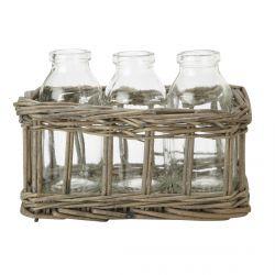 3 botellas en cesta de mimbre
