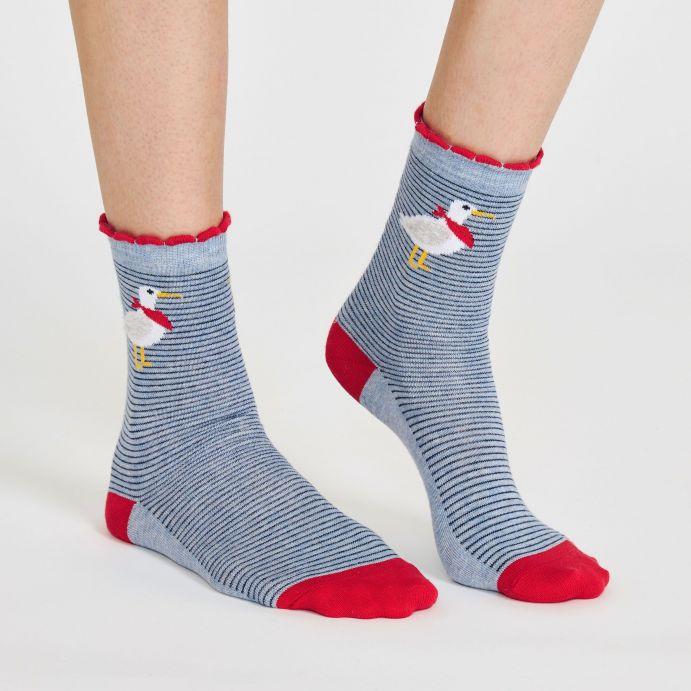 Calcetines esponjosos con rayas y gaviotas