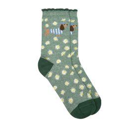 Calcetines esponjosos con flores y perros salchicha