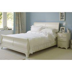 cama tipo trineo de madera de abedul maciza y acabado pintado marfil