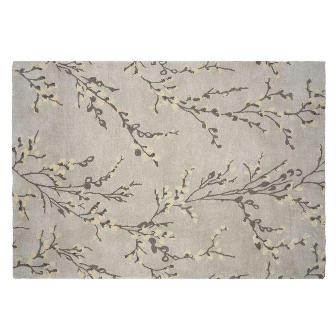 alfombra de lana gris con diseño de ramas de algodón