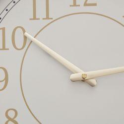 reloj de pared rosa de diseño retro redondeado y decoración dorada