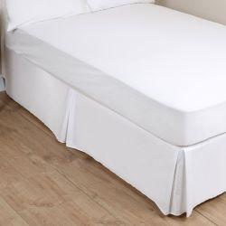 cubrecanapé blanco tipo caja con pliegues en esquinas y laterales
