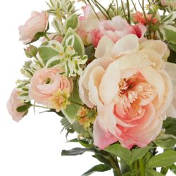 ramo de peonías rosas y ranúnculos artificiales en jarrón de cristal