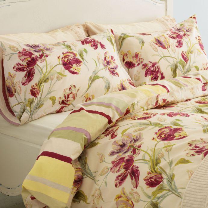 funda nórdica crema con estampado de tulipanes rojo arándano de diseño
