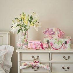 perchas forradas estampadas con tulipanes rosas y morados