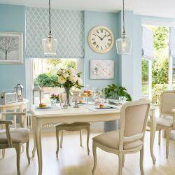 mesa de comedor color crema en madera maciza extensible