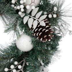 corona de navidad con luz y decoración de piñas y bolas blancas sobre base verde