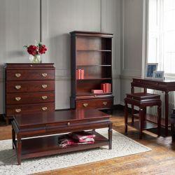 Mesa de café, con un pequeño cajón y una balda inferior, en madera de aliso, con estilo georgiano, acabado en caoba teñida