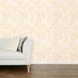 papel pintado de diseño de motivos florales sutiles en tonos dorados