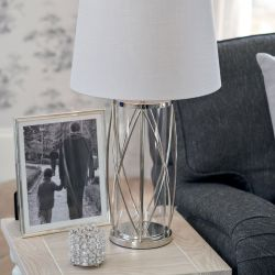 base de lámpara en acero y diseño de jaula muy elegante