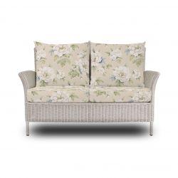 sofá de jardín en ratán con cojines de estampados exlcusivos