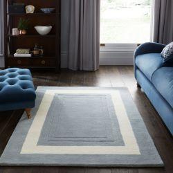 alfombra de lana en azul mar con cenefa blanca