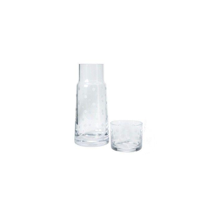 botella y vaso de cristal decorado con topos