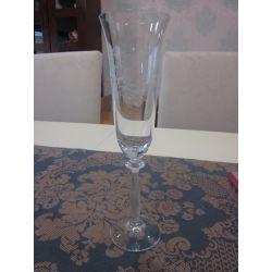 copa de champán con grabado floral