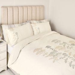 ropa de cama de estilo natural con detalle de hojas estampadas