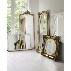 espejo de pared con molduras onduladas color champán de diseño