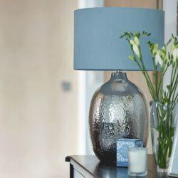 base de lámpara cromada efecto metal martilleado de diseño