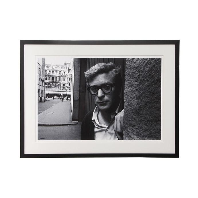 fotografía Michael Caine en blanco y negro, Laura Ashley