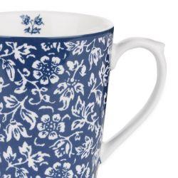 taza azul de flores