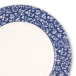 plato llano azul con flores blancas