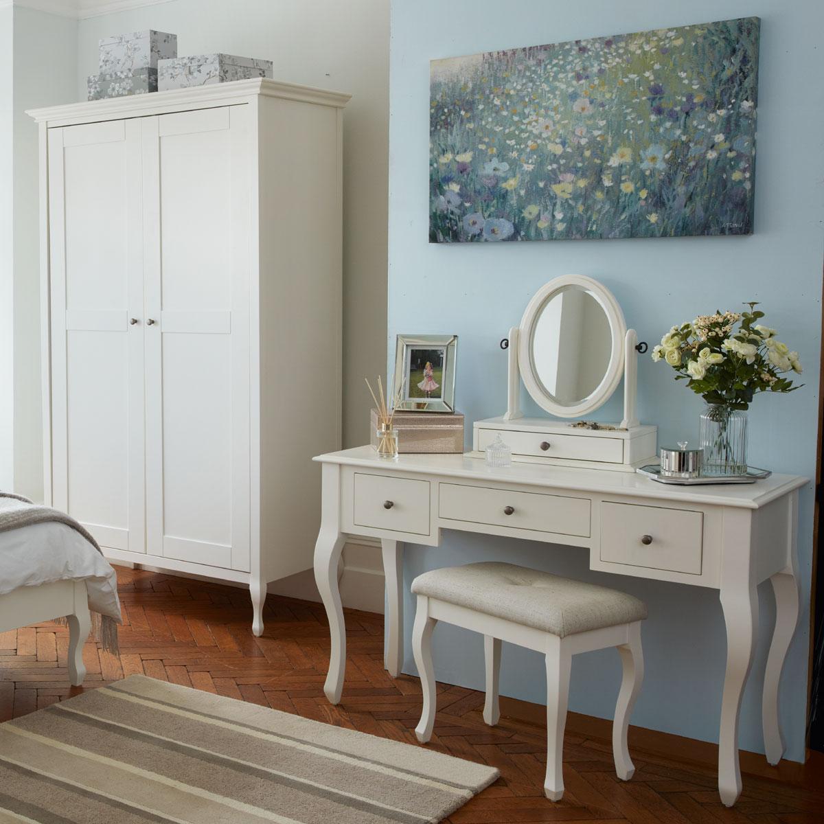 Tienda online de muebles para el sal n comprar muebles for Muebles laura
