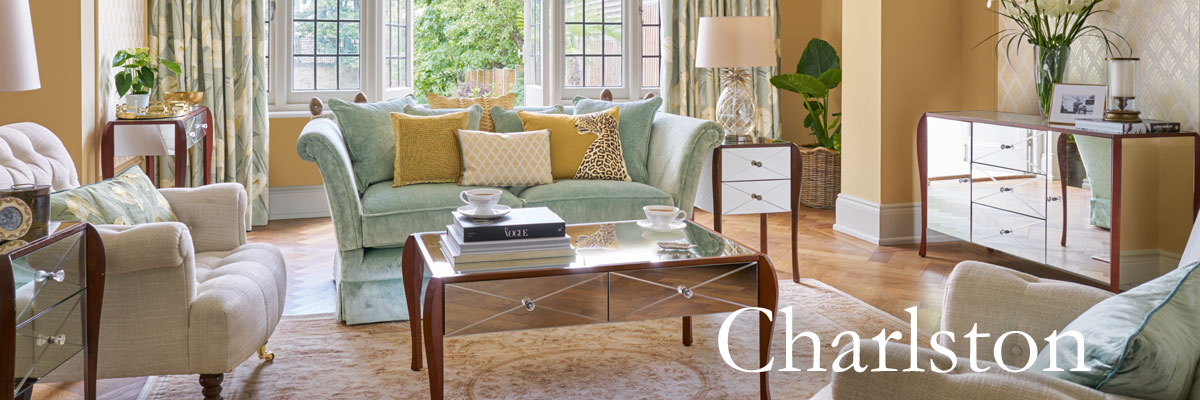 Colección de muebles espejados con mucho glamour